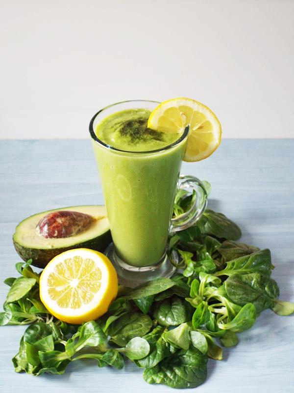 smoothie verde cu avocado bun.JPG